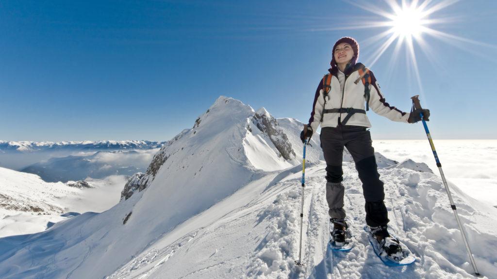 Skieuse au sommet