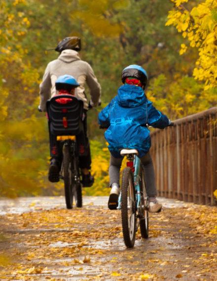 En famille sur une voie verte