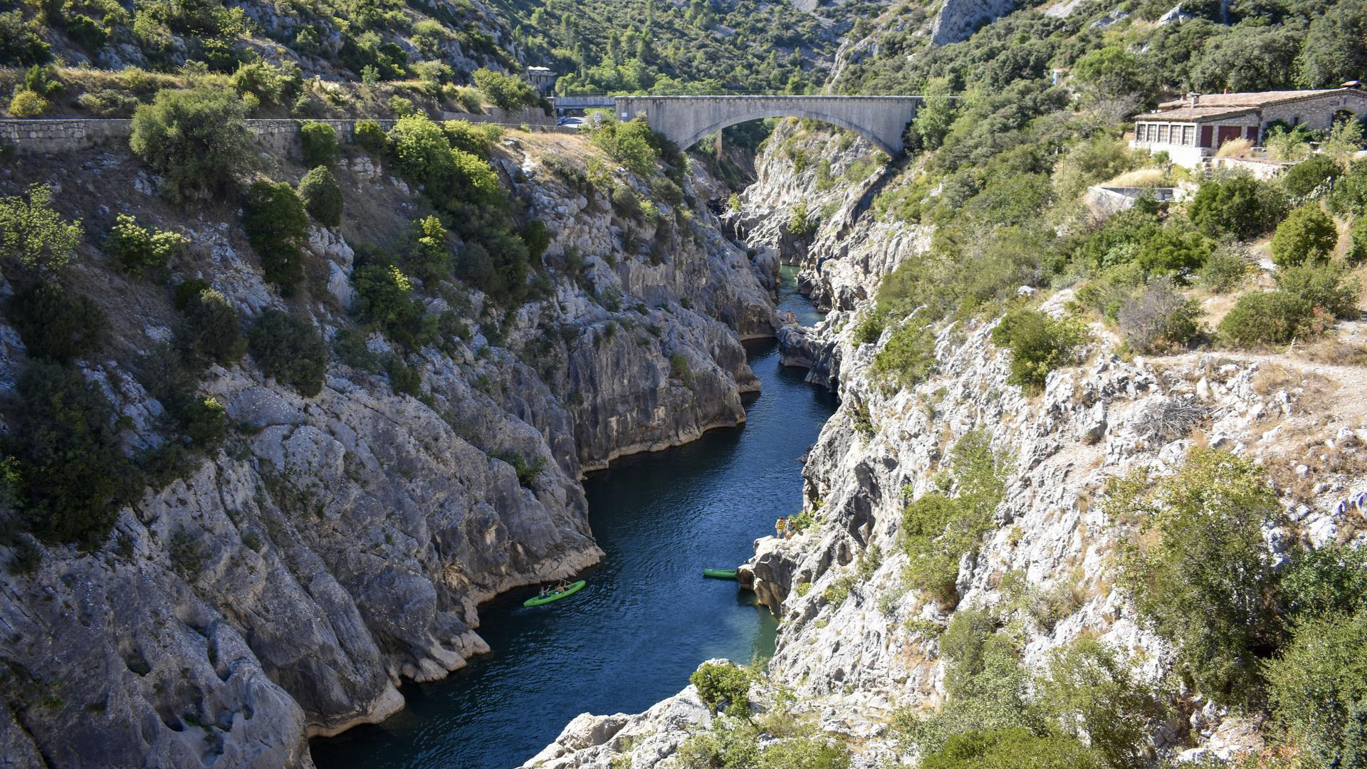canoë dans la vallée de l'Hérault