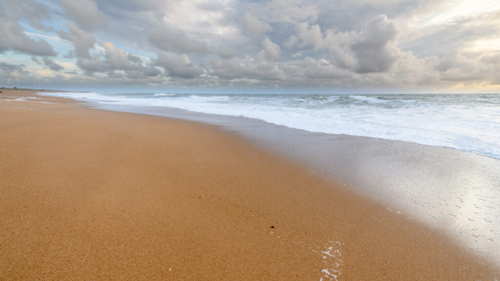 Plage de sable fin non loin d'Olonne-sur-mer