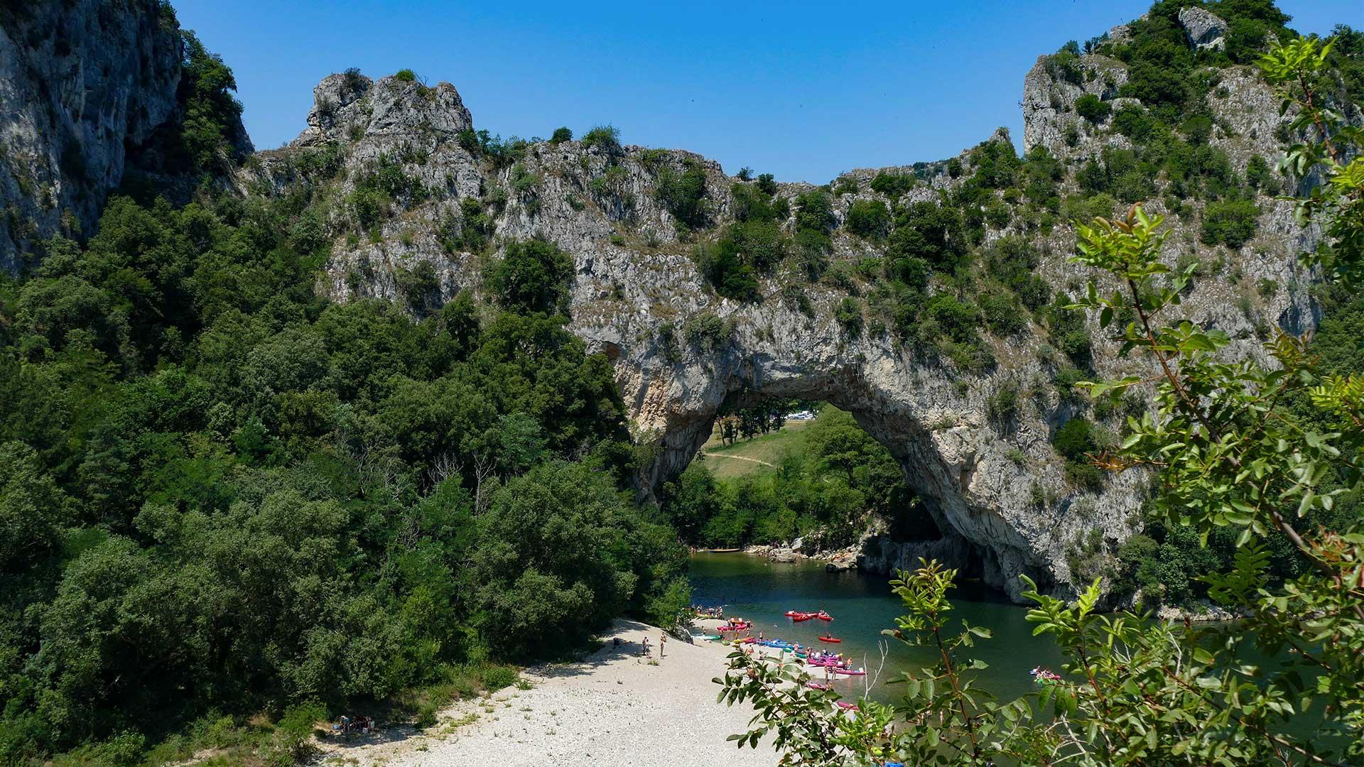 Célèbre Pont-d'Arc et gorges de l'Ardèche en canoë