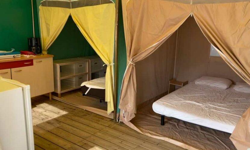 Interieur d'un bungalow au camping de la moselle