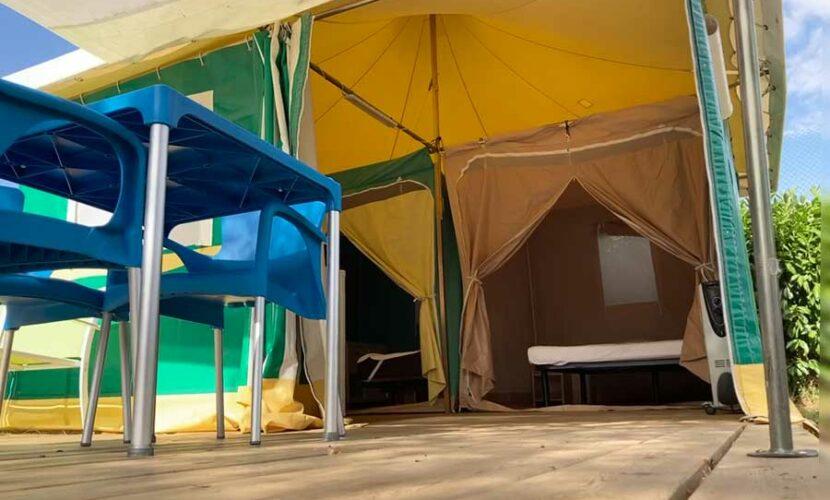 Entree d'un bungalow au camping de la moselle