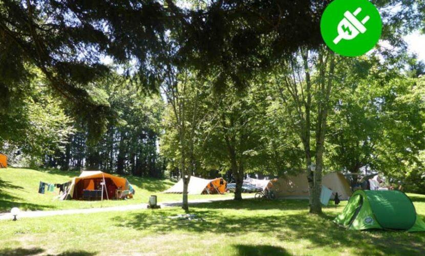 Emplacements avec électricité au camping le plo