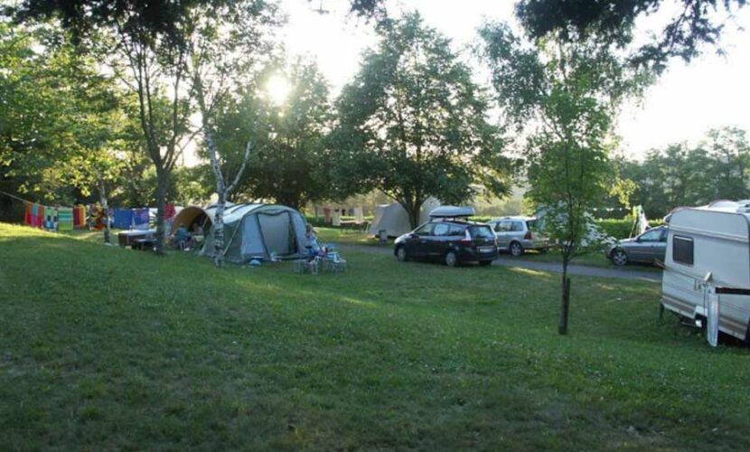 Emplacements caravanes au camping le plo