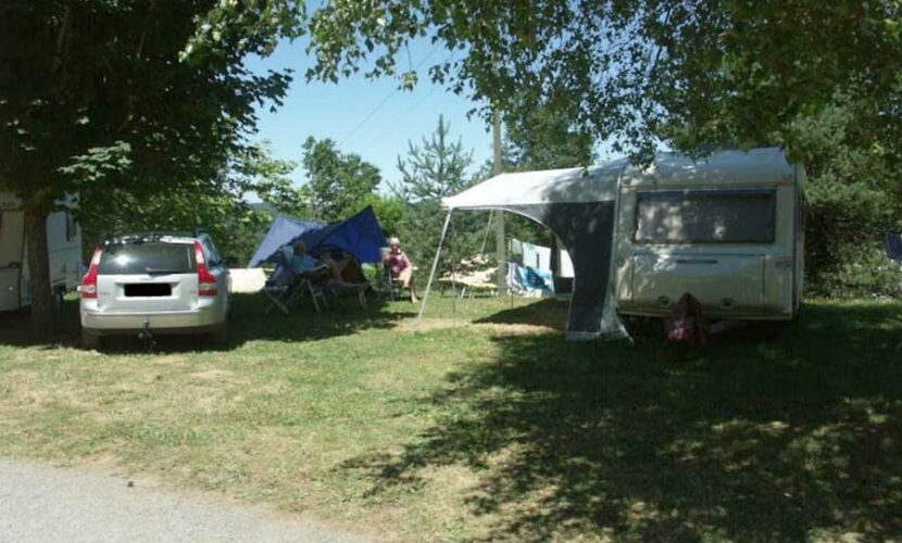 Emplacement camping-car au camping le plo