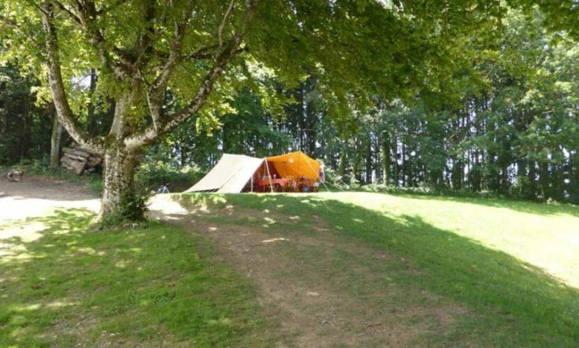 Emplacement tente au camping le plo