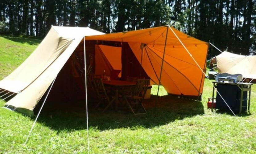 Tente vue par devant au camping le plo
