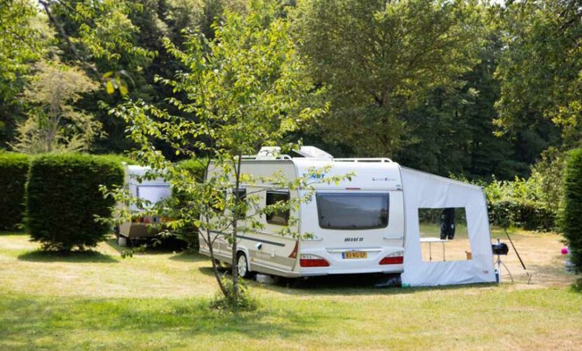 Emplacement camping-car au camping le soustran