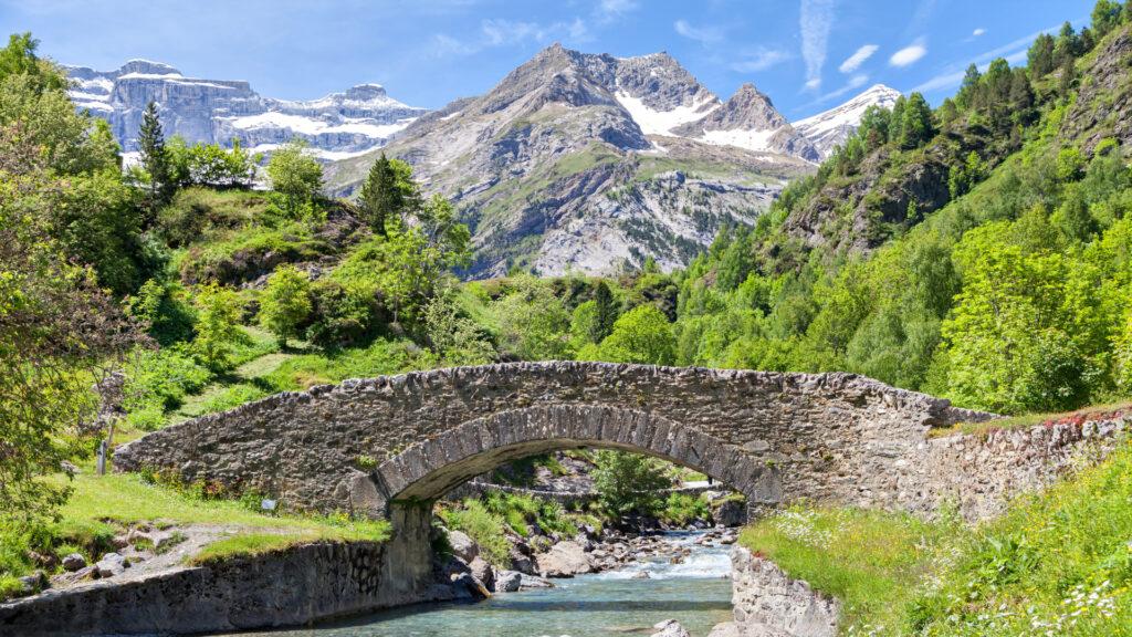 Le Pont-Nadau a remplacé la passerelle en bois à la fin du XIXème siècle