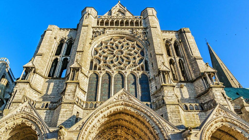 Portail sculpté Chartres