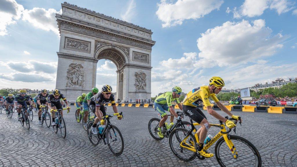 Le Tour de France aux Champs-Élysées