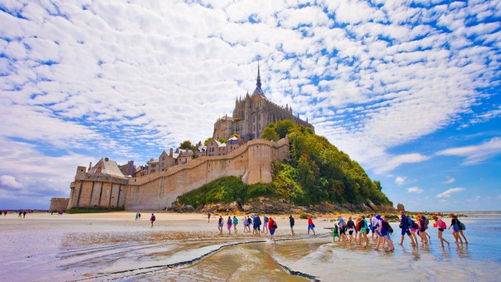 Le Mont Saint-Michel est ses visiteurs