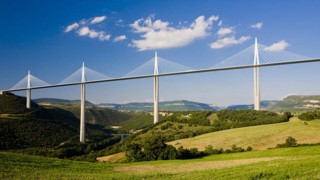 Viaduc de Millau en route pour les plus beaux villages d'Aveyron