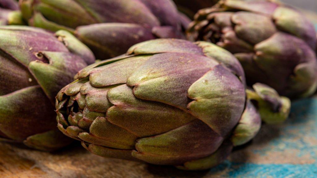 Petits artichauts violets de Bretagne