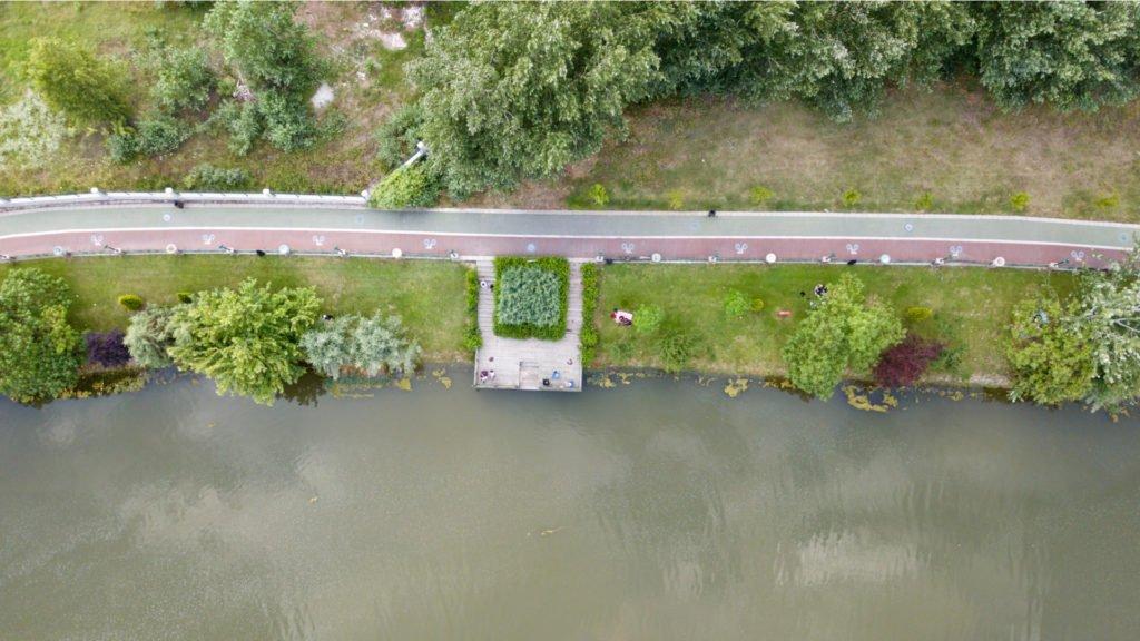 Voie verte le long d'un cours d'eau