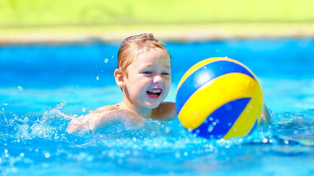 Les sports nautiques se pratiquent aussi en piscine